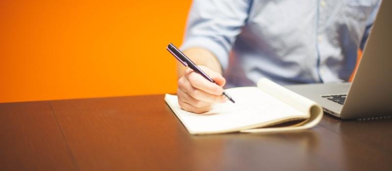 formação, pessoa a escrever com computador, estudar
